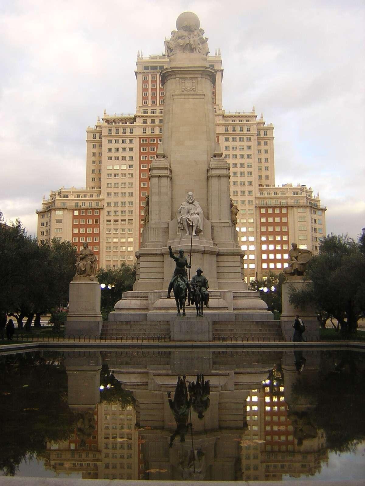 Edifício Espanha visto da Plaza de España