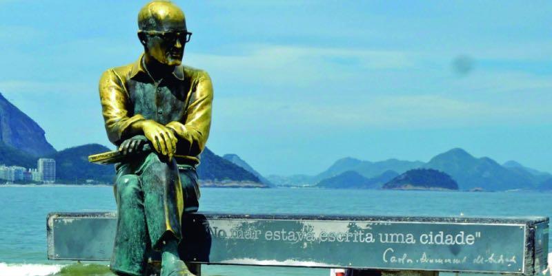 Estátua na orla do Rio de Janeiro