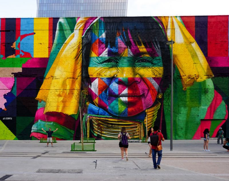 Grafite no Rio de Janeiro feito pelo artista Kobra