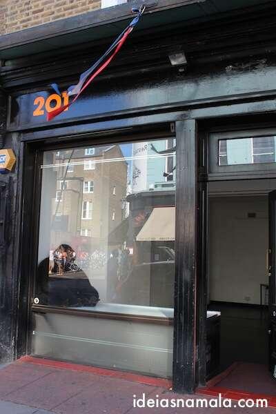 Parlor Tatoo do filme Notting Hill - Londres