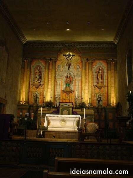 Interior da Missão de Santa Barbara