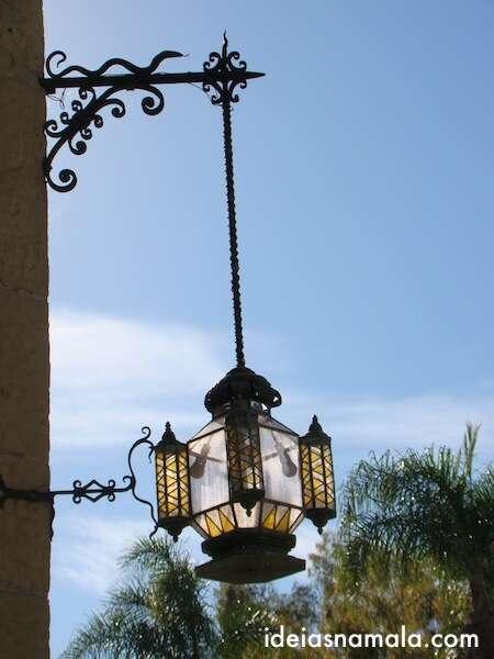 Uma das lanternas da corte de Santa Barbara