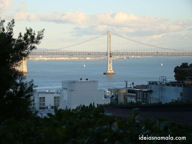Bay Bridge vista das escadas da Coit Tower - San Francisco