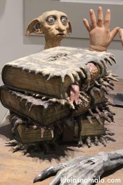 Dobby e o livro mordedor - Filme Harry Potter