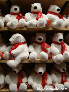 ursos na loja da Coca Cola