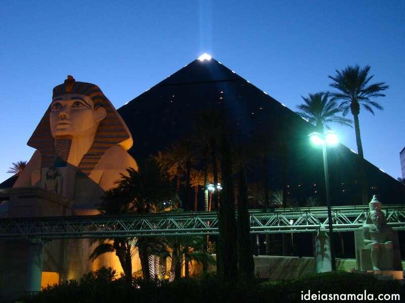 Hotel Luxor  em formato de Pirâmide - Las Vegas