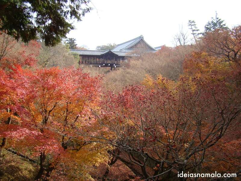 Varanda do Tofukuji colorida pelo outono
