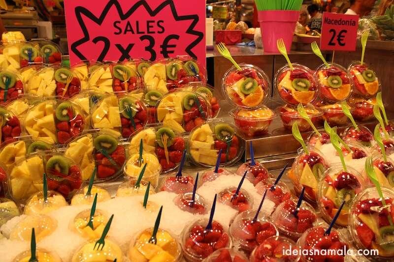 Prato de frutas no mercado Boqueria