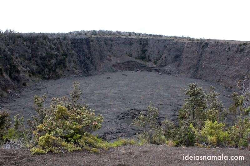 Cratera de vulcão antigo no Volcano National Park - Havaí
