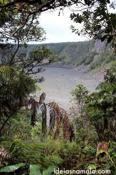 Trilha rumo a cratera do vulcão