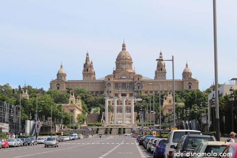 Museu Nacional de Arte de Catalunha visto de baixo