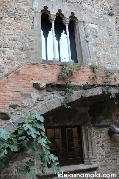 Janelas do Castelo Gala-Dalí em Puból