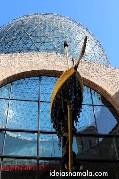 Ponta da escultura no Teatro Museu Dalí em Figueres