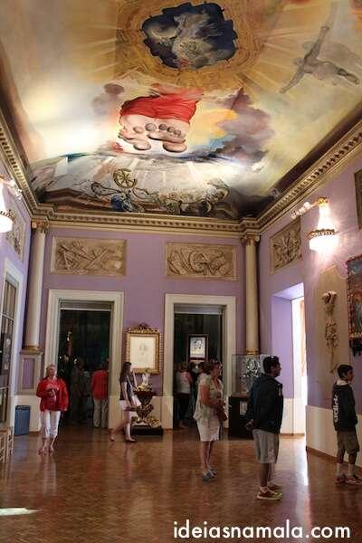 Pinturas no teto - Museu Dalí