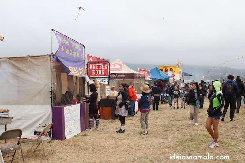 barraquinhas no Festival de Pipas em Berkeley