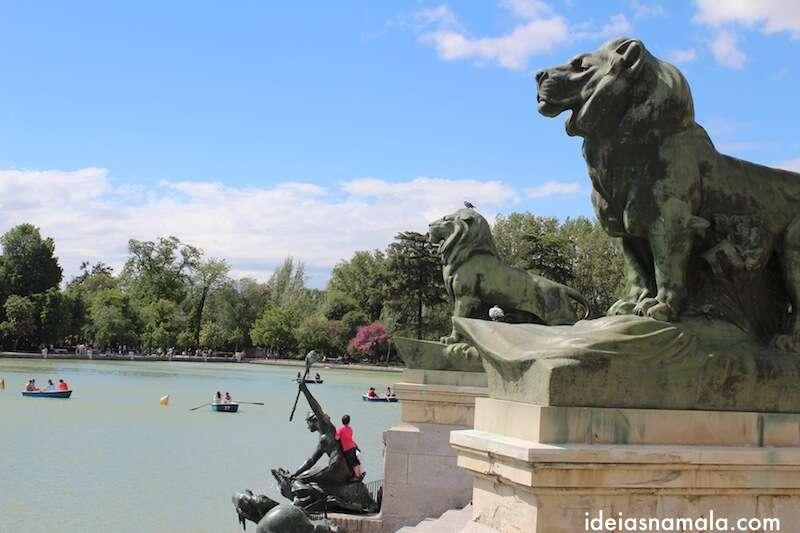 Leões no Estanque do Retiro