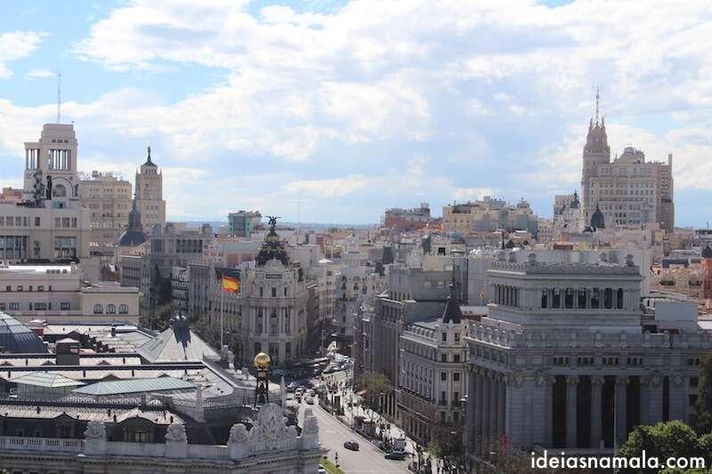 Gran Via e edifício Metropolis vistos do alto do palácio de Cibeles