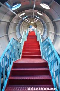 Escadas no interior do Atomium