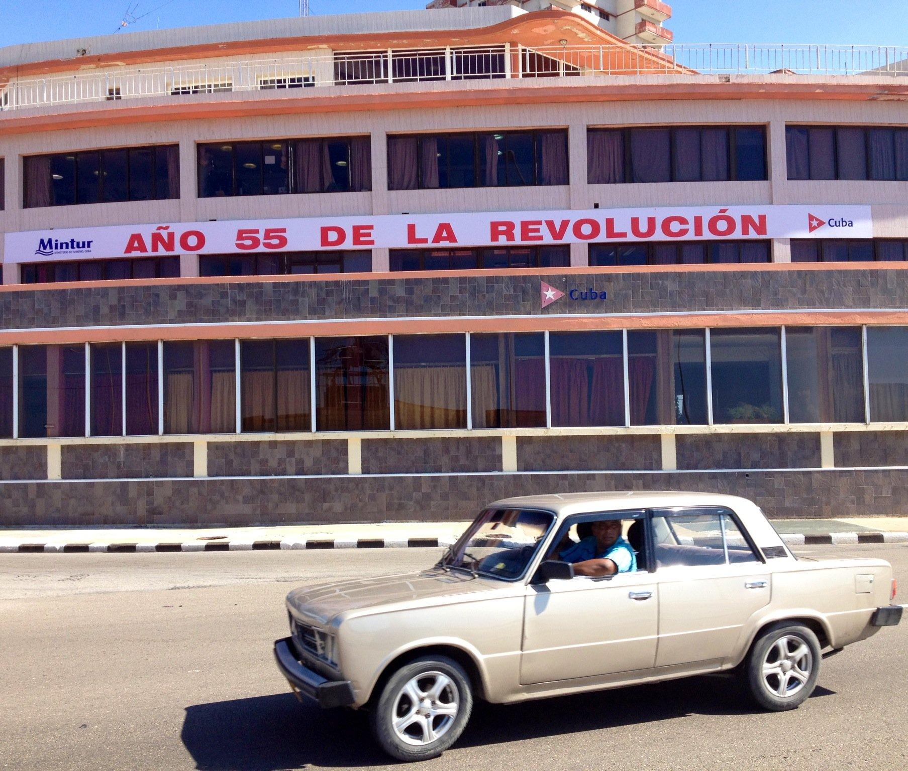 Carros antigos em Cuba