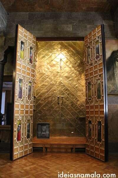Bonita porta no salão principal - Palau Guell