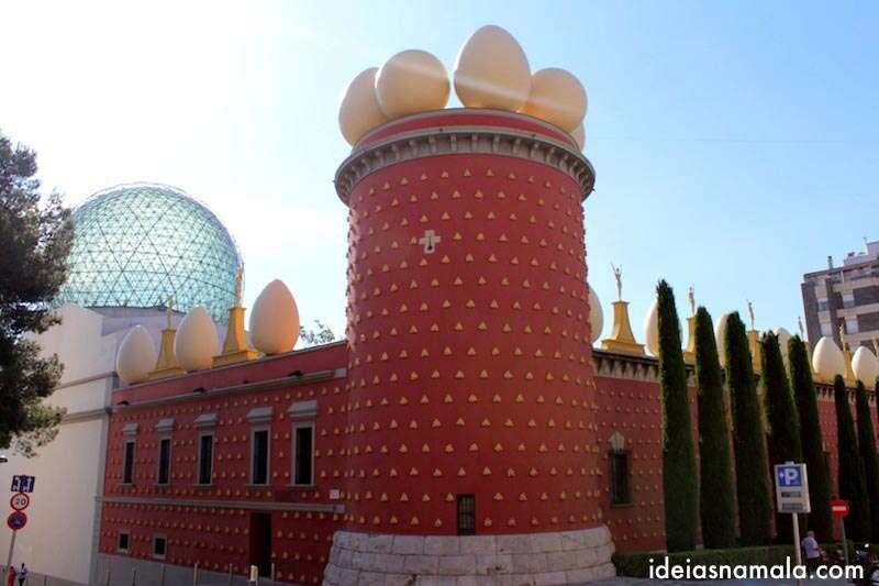 Fachada do museu Dalí - Figueres