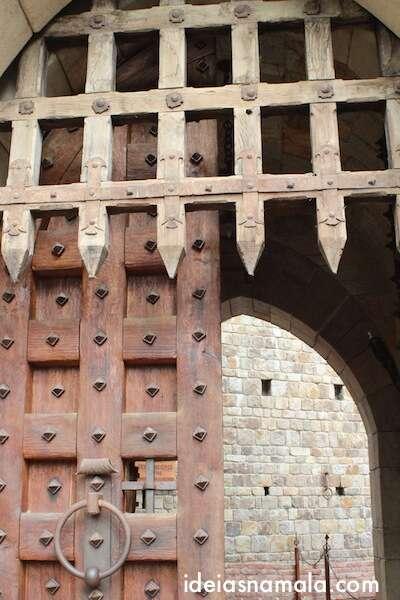 Porta dentada Castelo di Amorosa