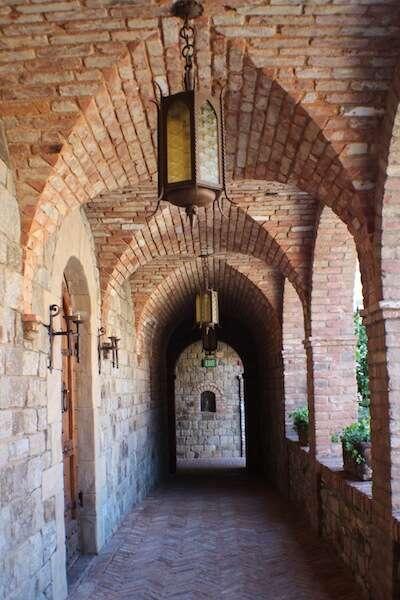 Corredor do Castelo di Amorosa