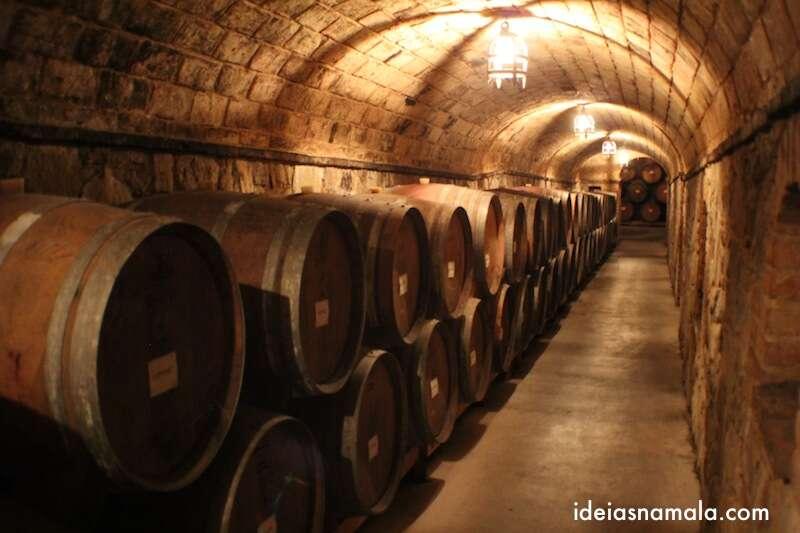 Barrís de vinho no Castelo di Amorosa