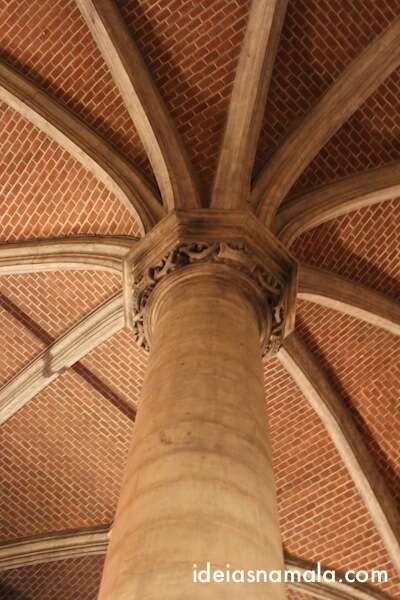 Museu da cidade de Bruxelas - Colunas