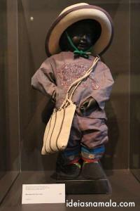 Manneken Pis e suas  roupas