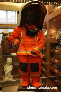 Manneken Pis vestido de bombeiro