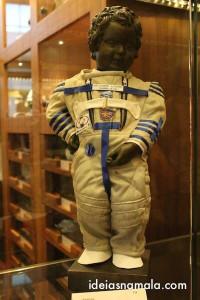 Manneken Pis vestido de astronalta