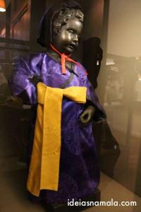 Uma das muitas roupas do Manneken Pis