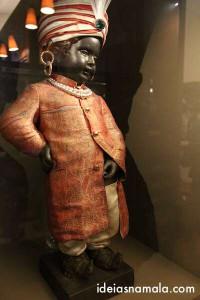 Manneken Pis e seu guarda roupas