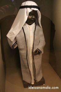 Manneken Pis com roupa de Árabe