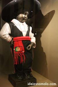 Manneken Pis com roupa de Mexicano