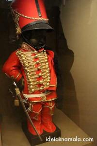 Manneken Pis com roupa de soldado