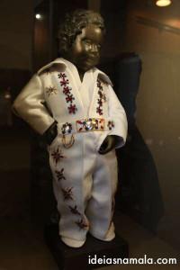 Manneken Pis vestido de Elvis Presley