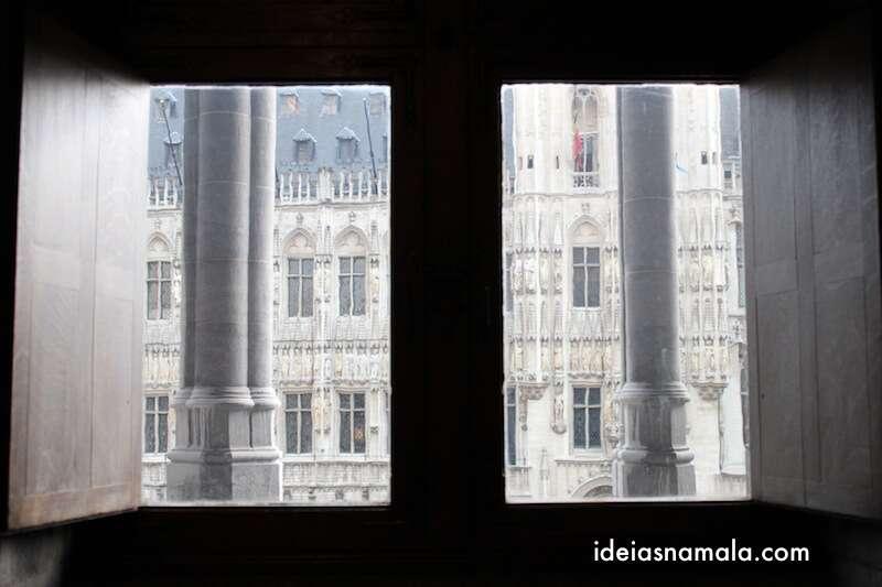 Janela do museu da cidade de Bruxelas