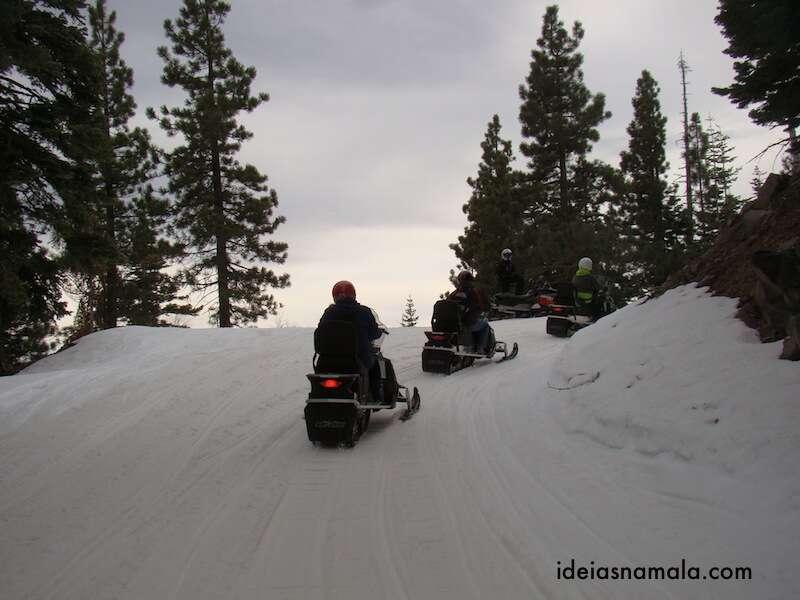 Grupo subindo com Snow Mobile