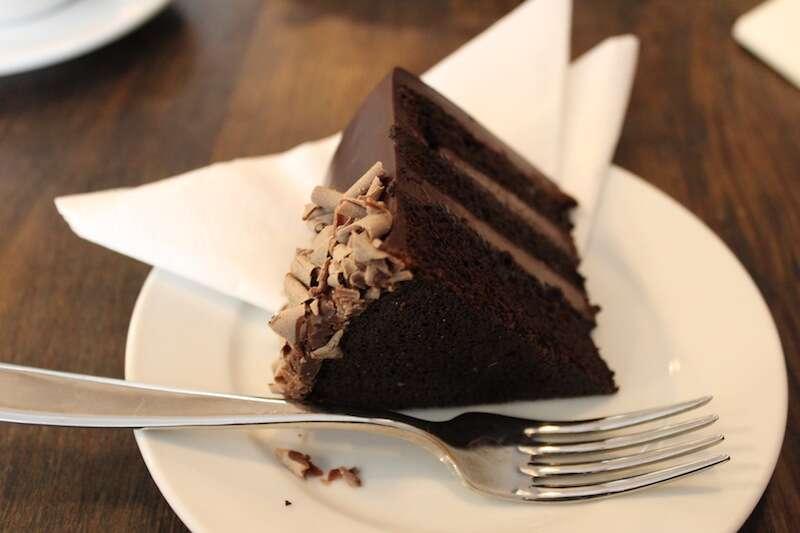 Bolo de Chocolate - Bea's Bloomsbury