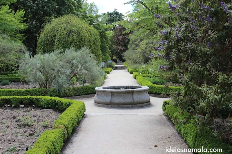 corredor no Jardim Botânico Real de Madri
