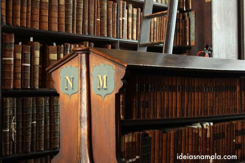 livros na Biblioteca do Trinity College - Dublin