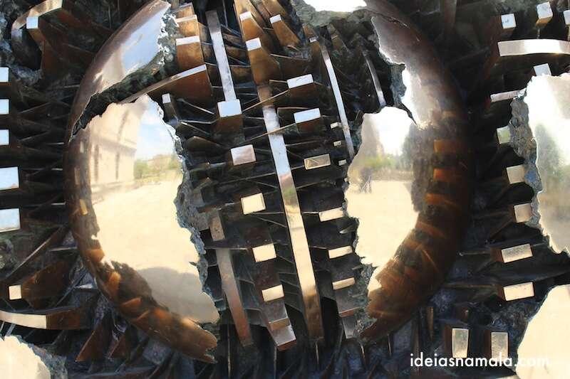 Esfera dentro da Esfera, Escultura em Dublin