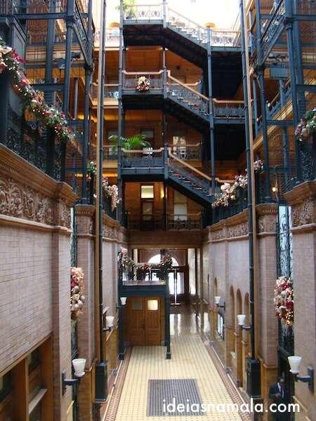 Parte de dentro do prédio comercial mais antigo de LA