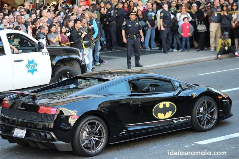 Cidade nas ruas para ver o Batman