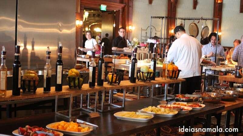 Mesa de Frutas - brunch de domingo no Hotel del Coronado