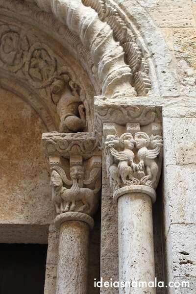 Igreja de Santa Maria em Besalú - reparem nos detalhes dos ornamentos