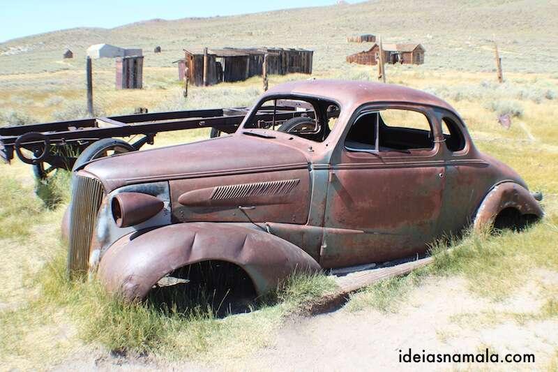 Carro abandonado em Bodie