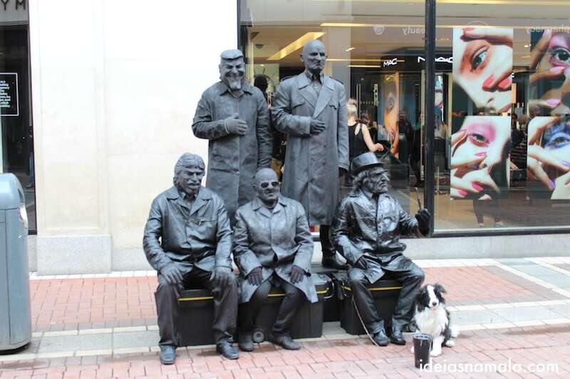 Homens estátua na Grafton Street, Dubin